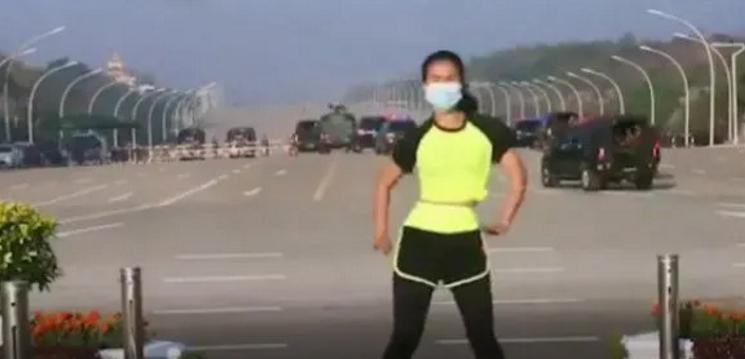 缅甸女子在室外跳健美操 意外录下身后巨变一幕【图】