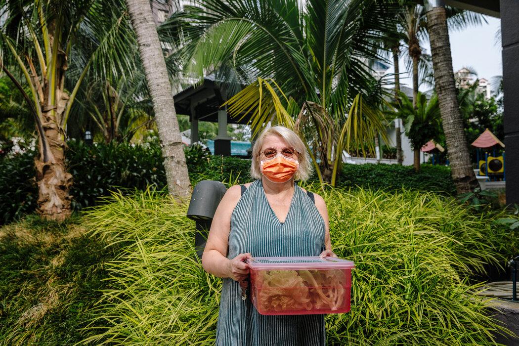 """来自冰岛的吉隆坡居民古德伦·奥拉夫斯多蒂尔说,蔬菜公司是她在大流行期间给予""""财务拥抱""""支持的几家本地企业之一。"""