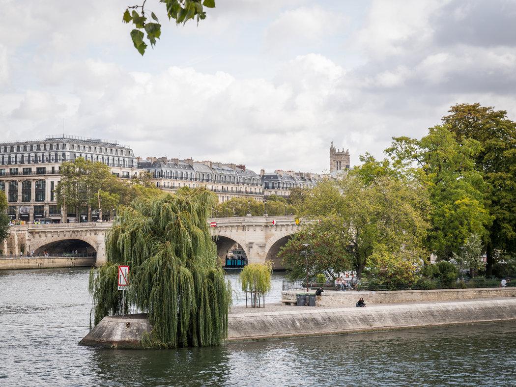 从新桥可以到达绿色戈兰广场。