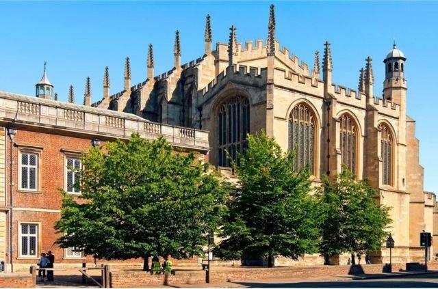 图像加注文字,英国近代几百年的政治领袖很有一些曾毕业于英国名校伊顿公学,包括现任首相鲍里斯‧约翰逊。