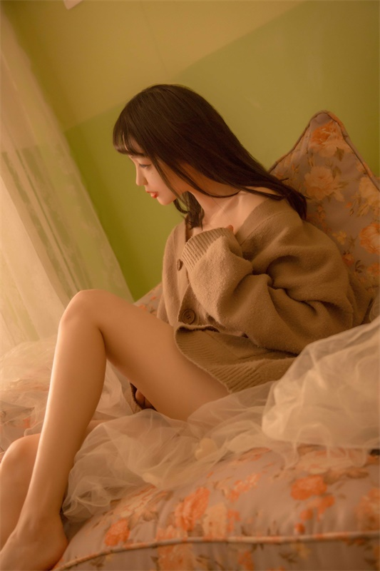 ⭐cos套图⭐周叽是可爱兔兔-清纯美女@NO.008 复古毛衣[16P-163MB]