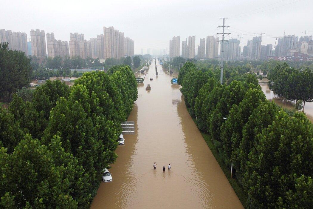 周五,郑州一处被洪水淹没的区域。