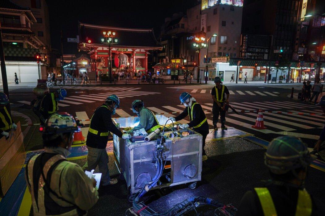 2019年8月,工作人员在东京奥运会马拉松赛道上铺设了一种特殊的热反射涂层。不久之后,比赛移至北部的札幌,那里的天气比较凉爽。