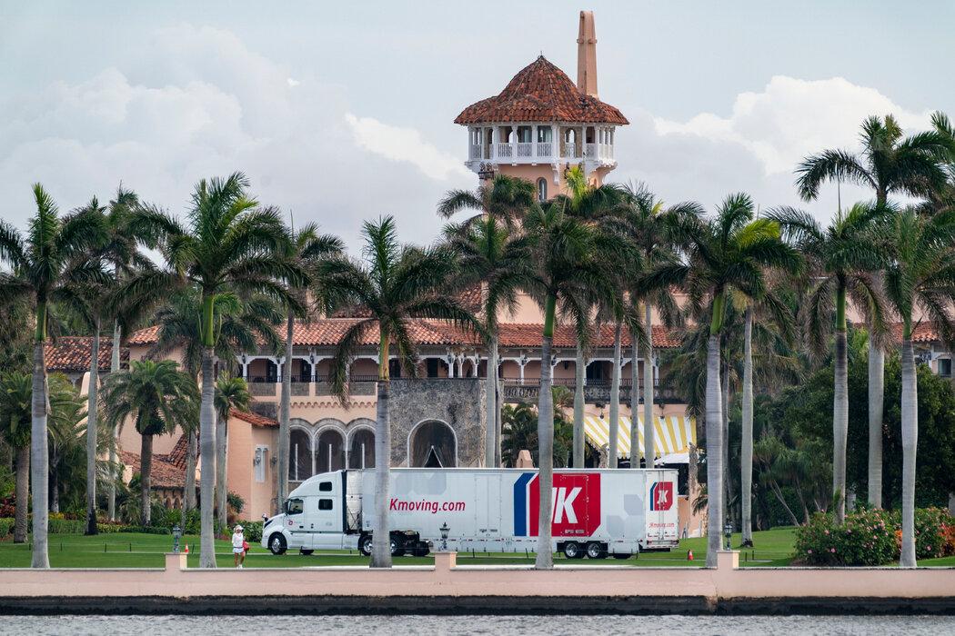特朗普在1993年与棕榈滩签署协议,称他不会将马阿拉歌庄园作为私人住宅。