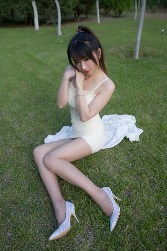 图片[2]-斗鱼主播小女巫露娜 – 户外小米裙 [79P-47MB]-醉四季