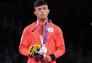 这些拿了亚军的日本运动员为何道歉?