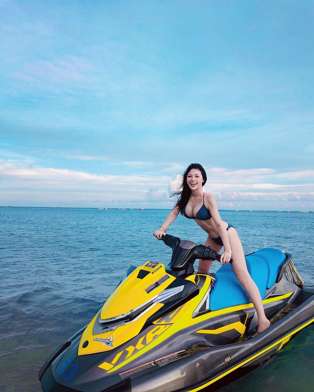 大胸老司机@Iris 霍萱骑乘高技术 逆天长腿图片 男人文娱 热图5