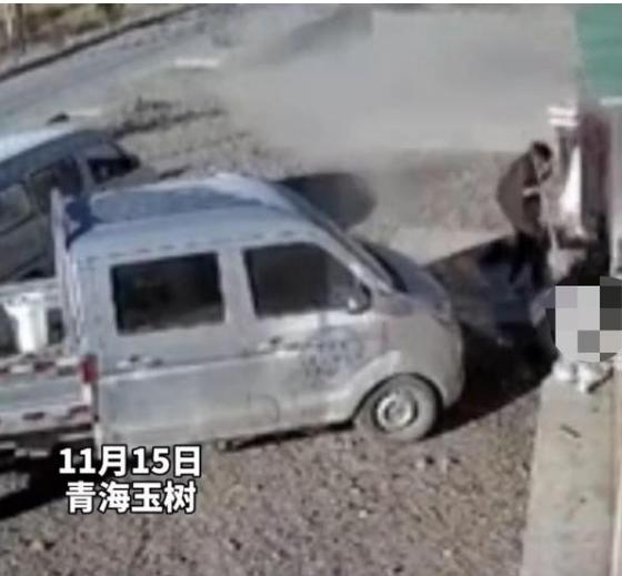 家中煤气罐突然爆炸 女子冒死冲进现场救出丈夫儿子