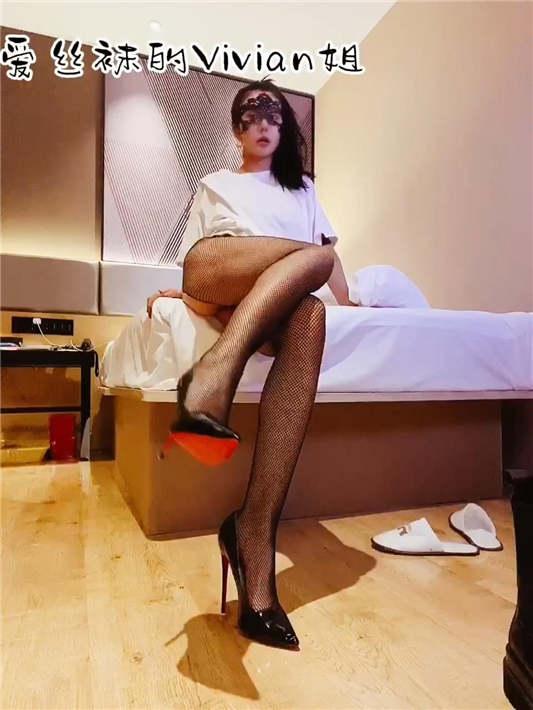 图片[1]-推特反差婊网红【爱丝袜Vivian姐】最新定制 – 西服黑丝[1V/258MB]-醉四季
