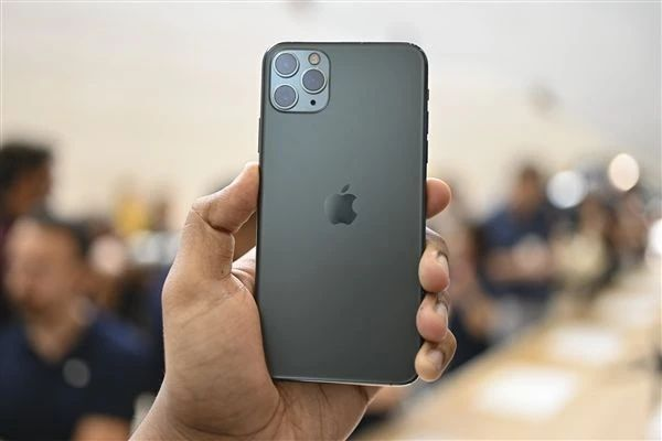 "iPhone 12""翻车""?多人投诉信号差无服务,用户各出奇招难解决"