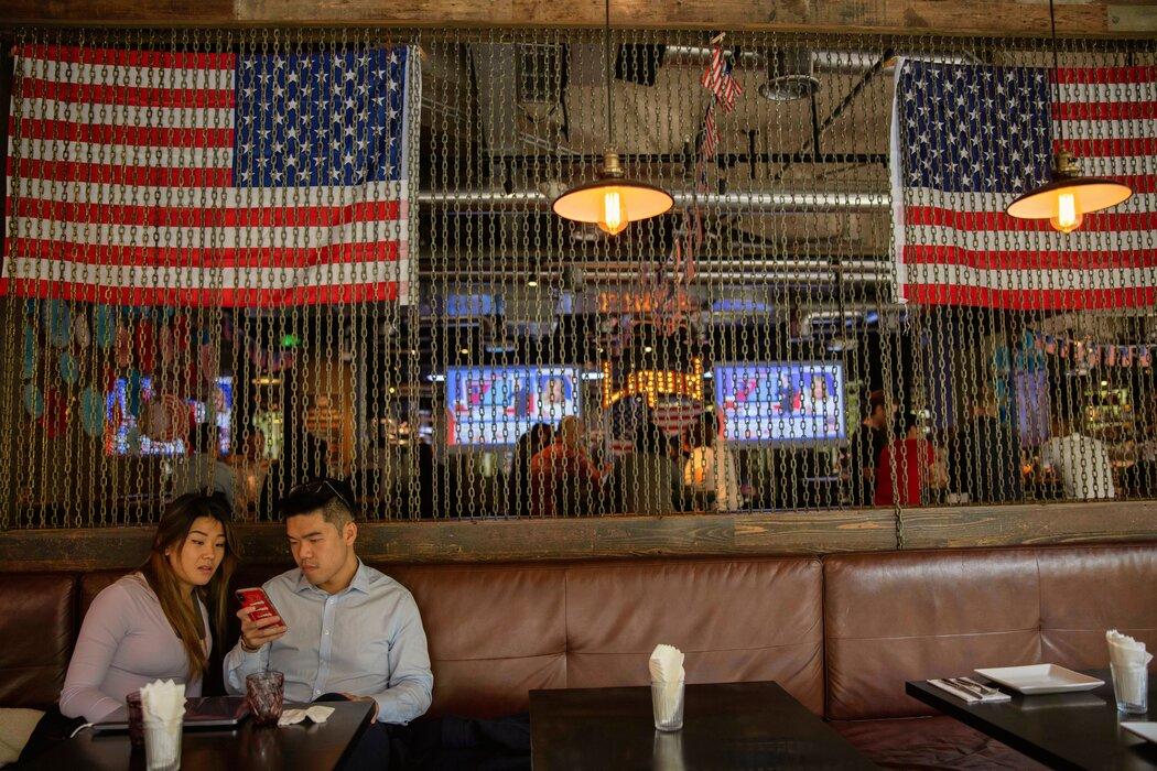 上海一家饭馆。