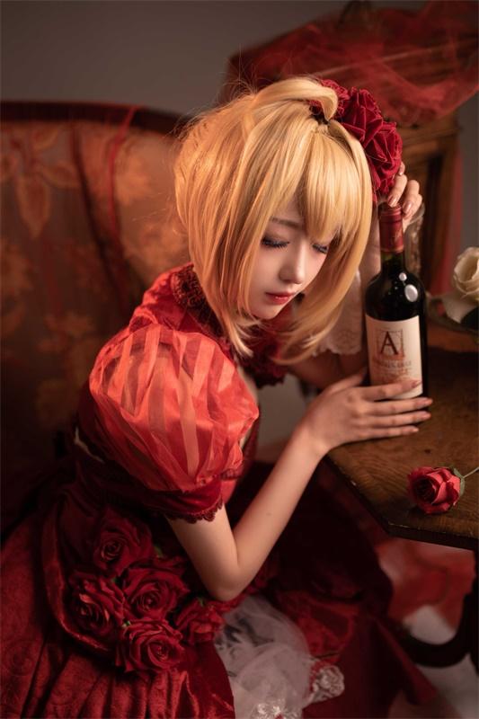 ⭐微博红人⭐Shika小鹿鹿-cos福利图片@尼禄礼服插图