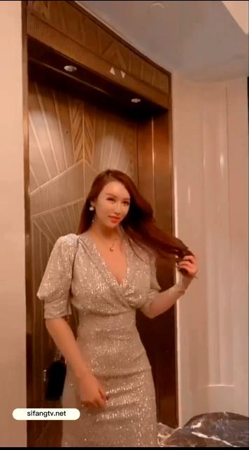 【网红 尤妮丝】巨乳模特 最新大尺度露点抠比露脸视频4v
