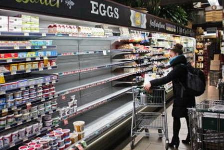 工资不涨,猪肉涨价,最近连鸡蛋也暴涨了,究竟怎么回事?
