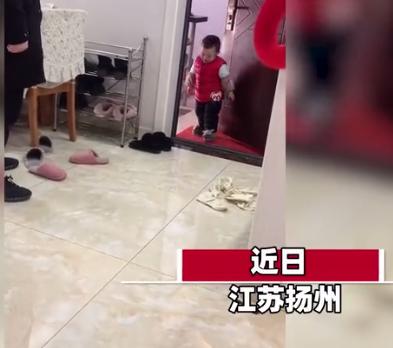 萌娃以为妈妈上班嚎啕大哭 下一秒发现妈妈在家时瞬间变脸