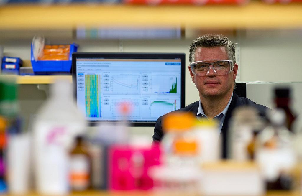 唐纳德·伯格斯特龙是赛诺菲的癌症专家。赛诺菲和其他两家公司一直在努力寻找一种药物来修复受损细胞的自毁机能。