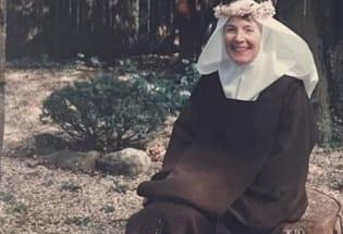 美国名媛的非凡人生:放弃红尘奢华成为静默修女