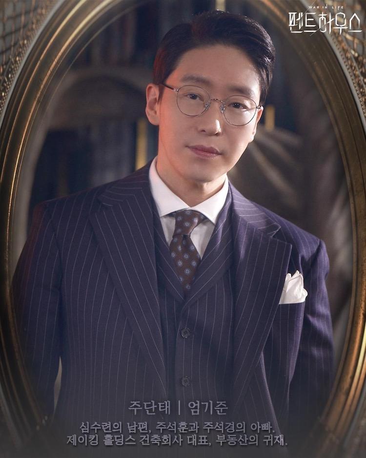 韩剧《顶楼》国民坏男人朱丹泰年轻照出土,严基俊偶像男团外貌网友大呼恋爱了