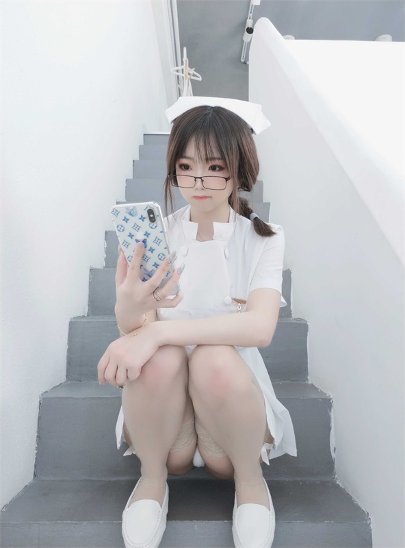 ⭐微博红人⭐鬼畜瑶在不在w -cos福利图片@NO.030 笨蛋护士[45P-58MB]插图1