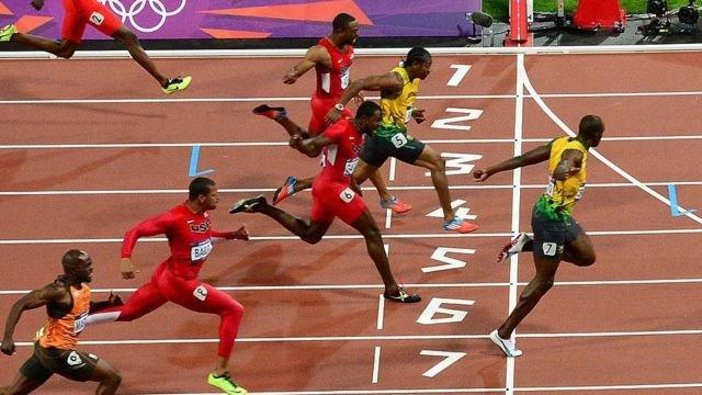 图像加注文字,2012年伦敦奥运会男子100米短跑决赛,八名选手当中有七人跑进10秒以内,预示了之后的发展趋势。