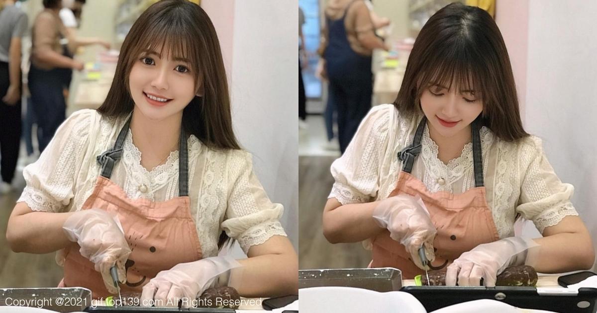 大眼萌妹「莫葵 Vika」亲手烤巧克力饼,超可爱笑容甜度100%!