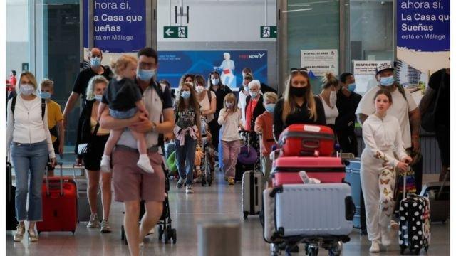 图像加注文字,各地的出入境防疫政策存在很大差异。