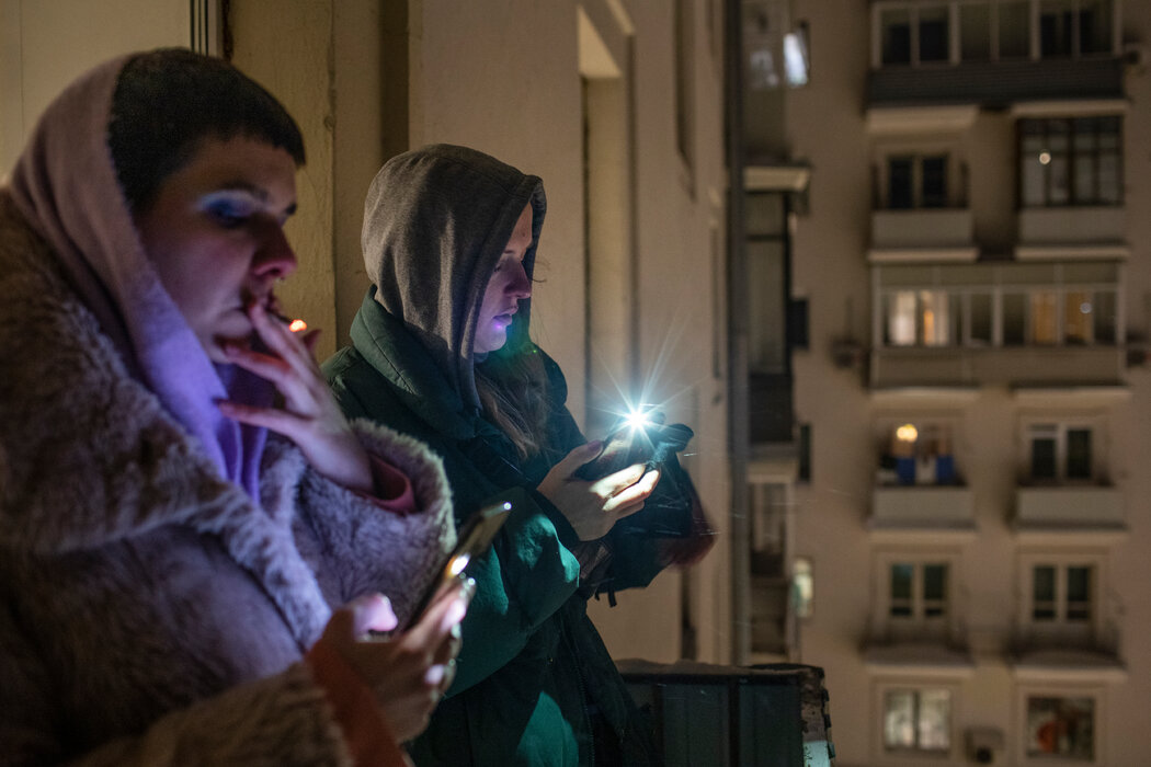 周日,莫斯科人点亮手机,表示对俄罗斯反对派领导人阿列克谢·A·纳瓦尔尼的支持。尽管有大规模抗议活动,克里姆林宫并没有彻底限制网上的异议。