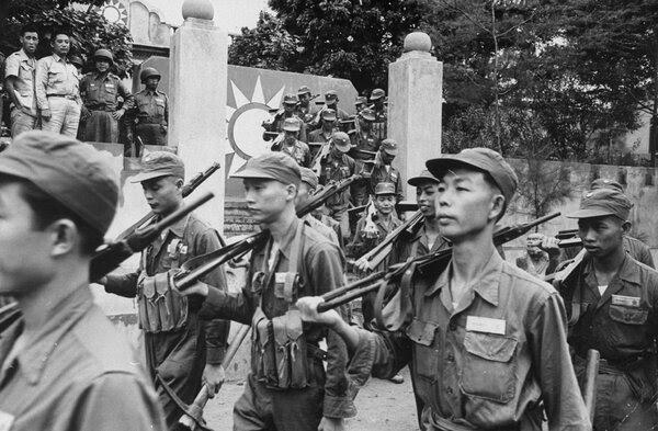 1958年士兵在金门岛。根据一份显然仍属机密的文件,当时美国官员怀疑仅用常规武器无法保卫台湾。
