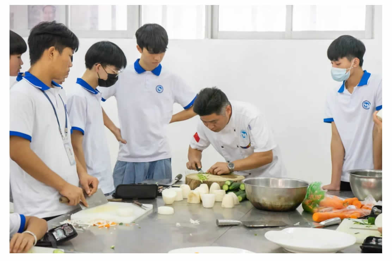 烹饪(中式烹调_初中起点三年制)-1_r3_c1.jpg