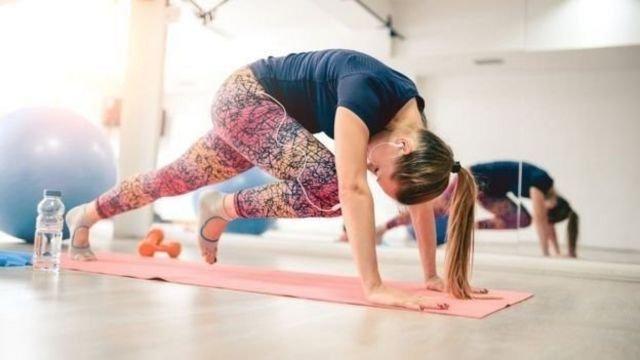 图像加注文字, 包括瑜伽在内的许多运动中都有靠一只腿平衡的练习。