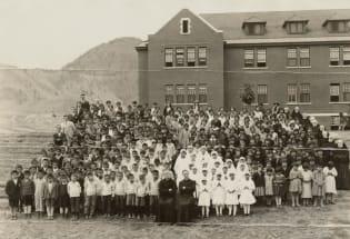 死在学校里的孩子:原住民儿童遗骸揭开加拿大的种族伤疤