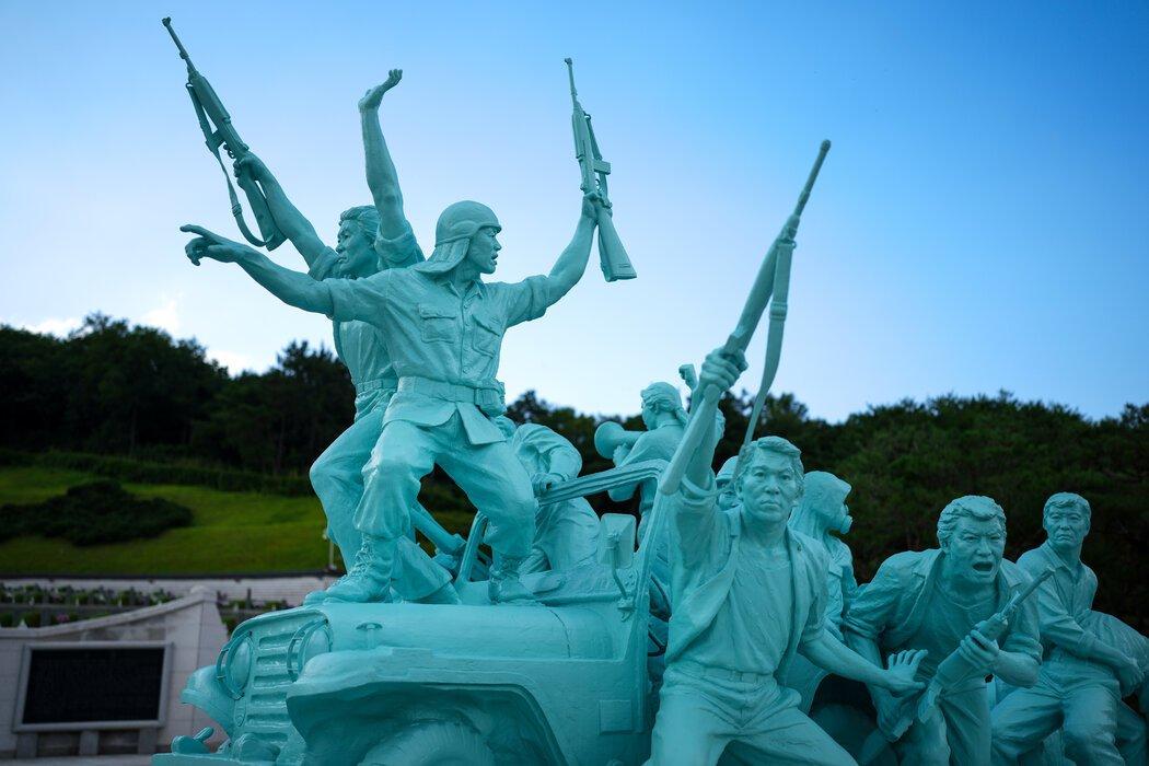 韩国光州5·18公墓的纪念碑,这里埋葬着在1980年反军事独裁起义中丧生的人。