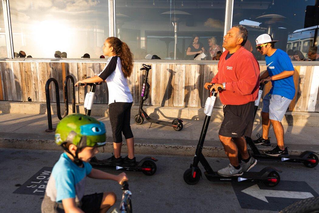 大约两年前,圣地亚哥Mission Beach的滑板车热潮。