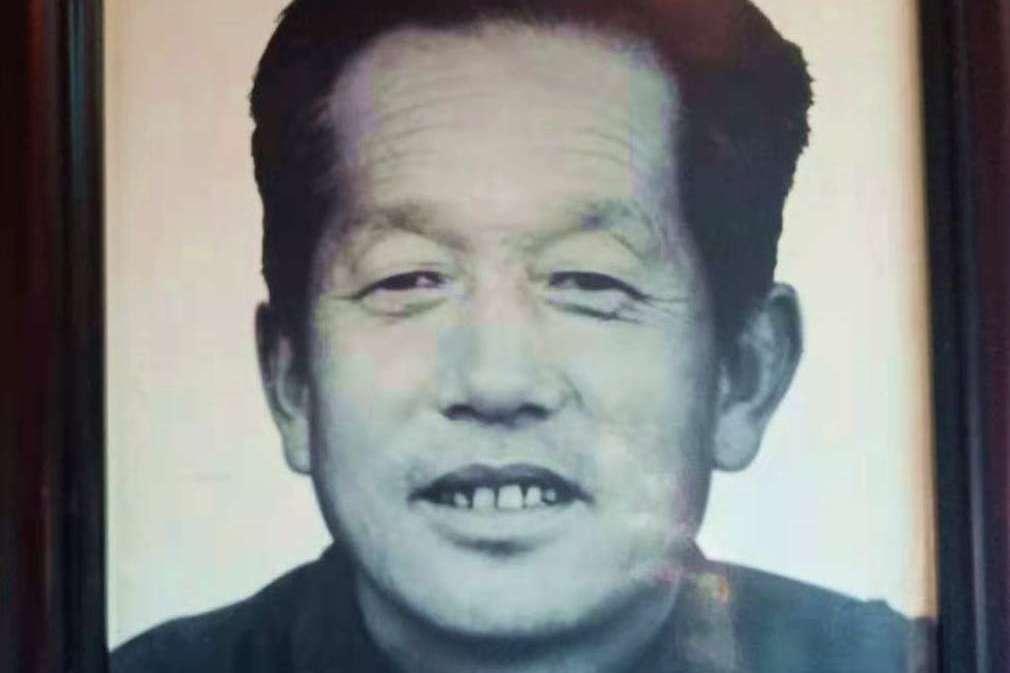 """府谷冯二来:父亲之""""最"""""""