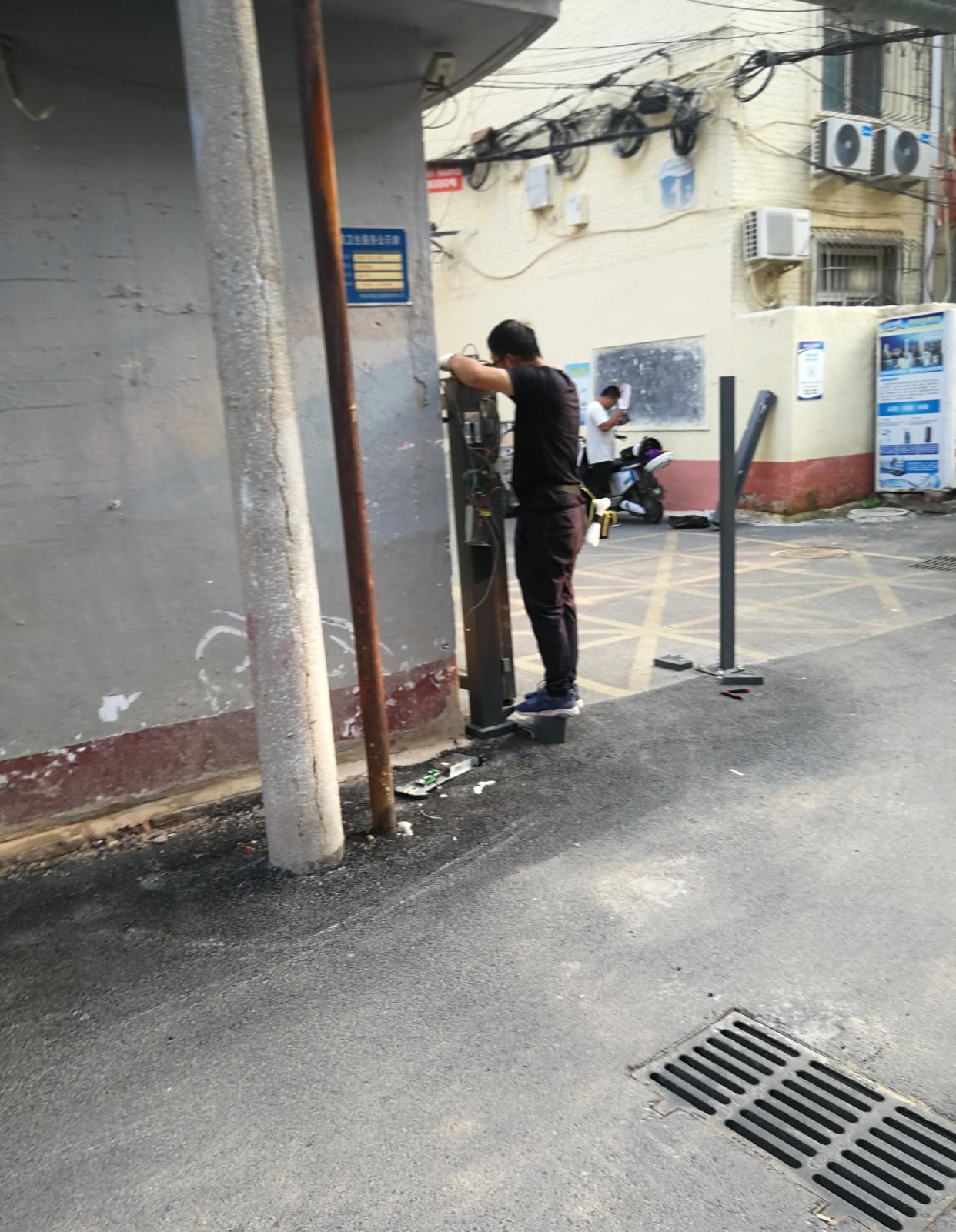"""邢台市襄都区塔林社区""""睡不醒""""的起落杆和摄像头施工速度汗颜--"""
