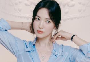 宋慧乔蓝衬衫造型拍珠宝写真