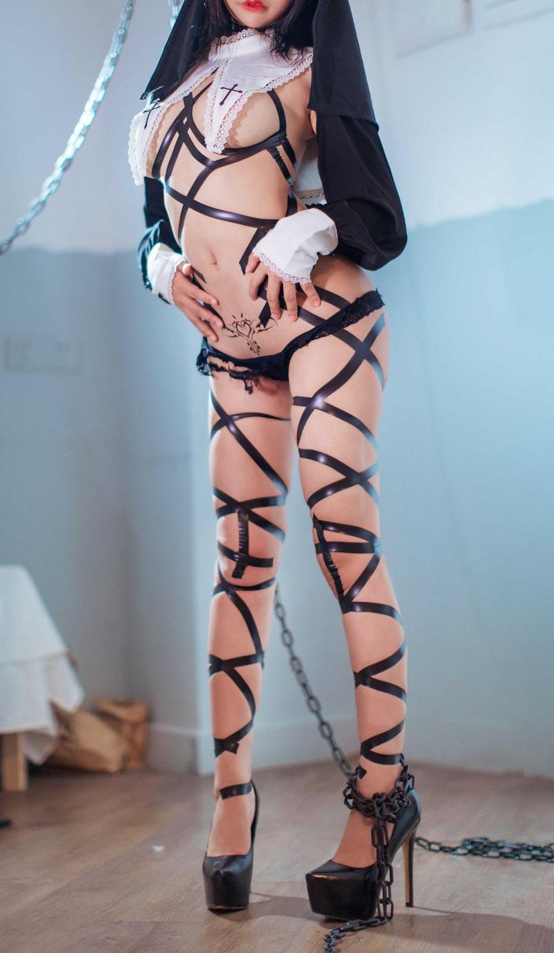 ⭐微博红人⭐抱走莫子aa@coser图片-黑色修女【44P/349MB】插图