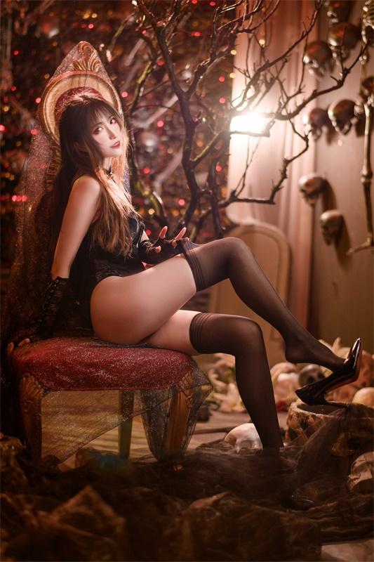 ⭐cos套图⭐Sakiiii翎柒-性感美女@10w粉丝黑色马甲插图2
