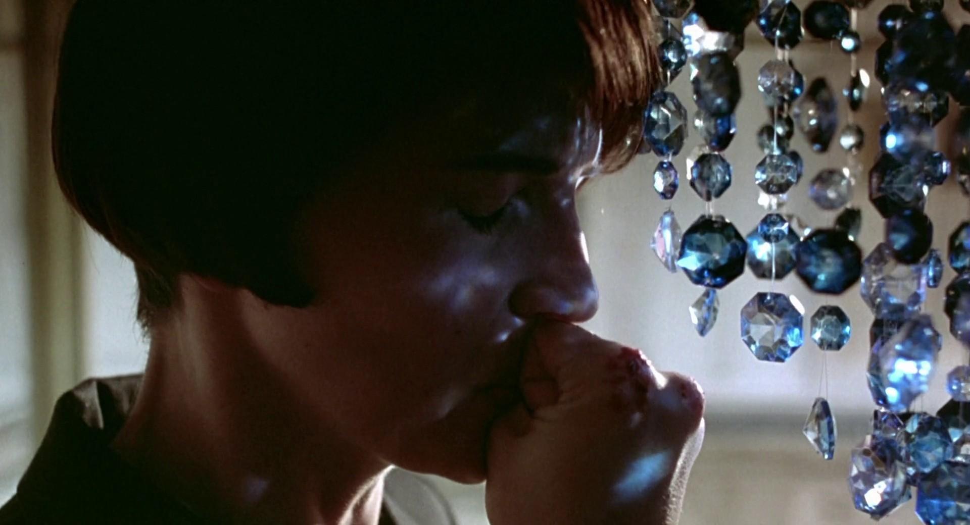 电影《蓝白红三部曲之蓝》影评心得,自由的幻觉-爱趣猫
