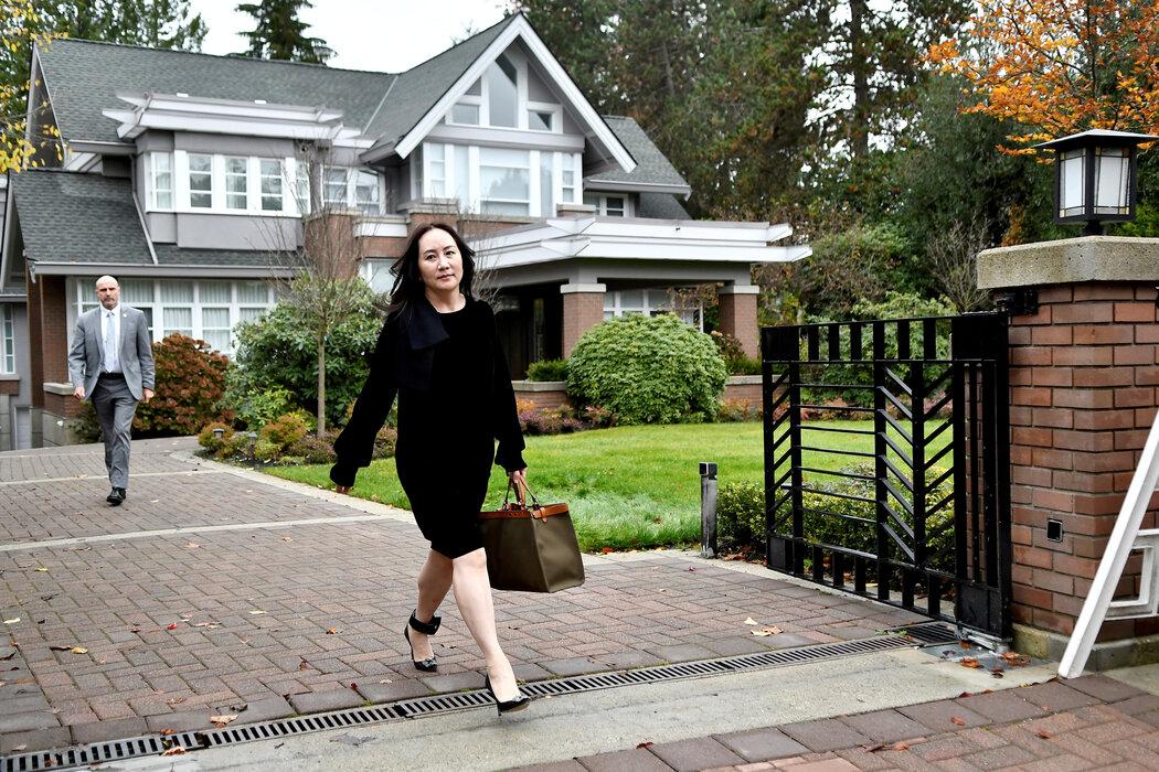 去年,孟晚舟离开家参加在温哥华的法庭听证会。