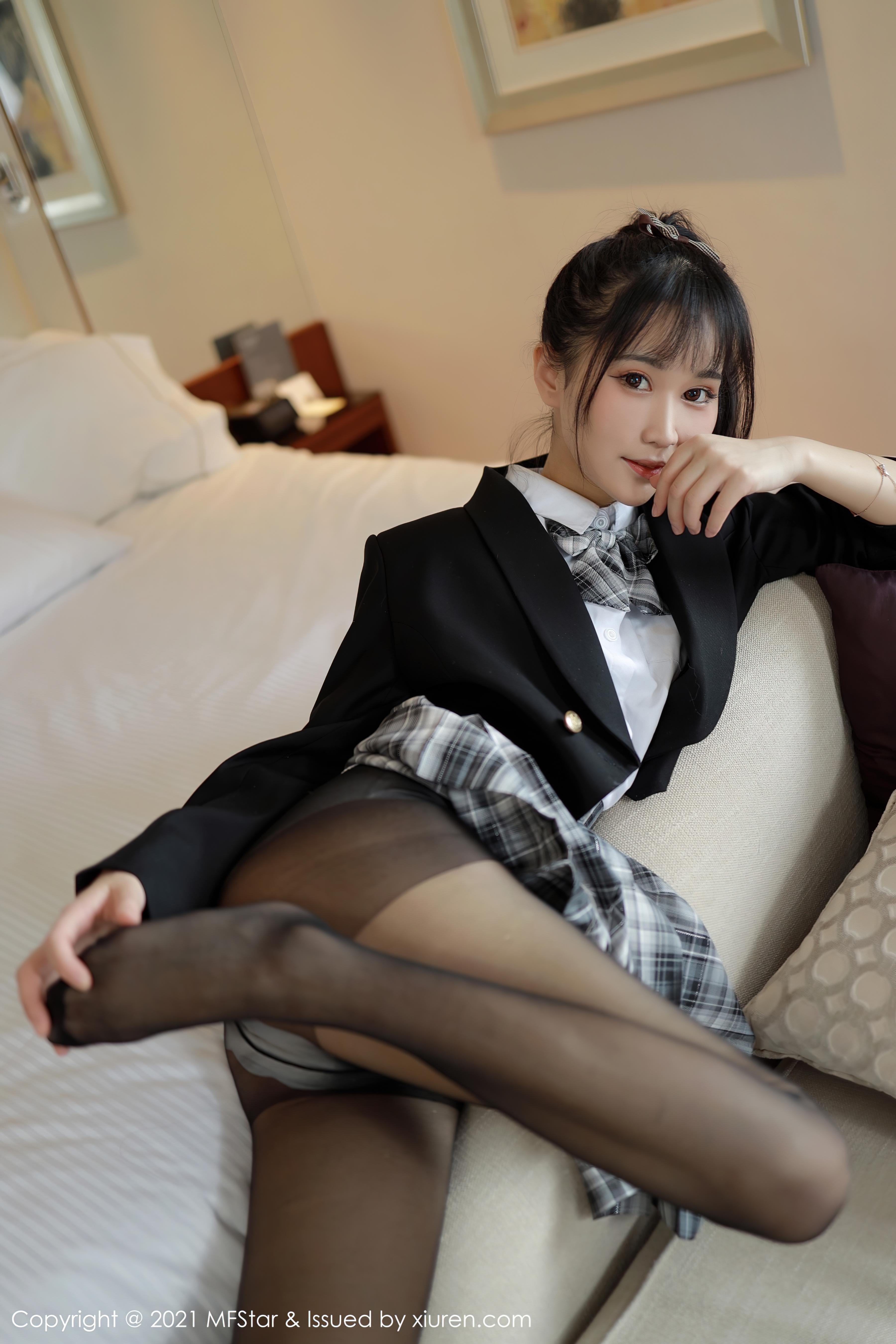 新模特俏皮可爱的小果冻儿 格子jk制服-觅爱图