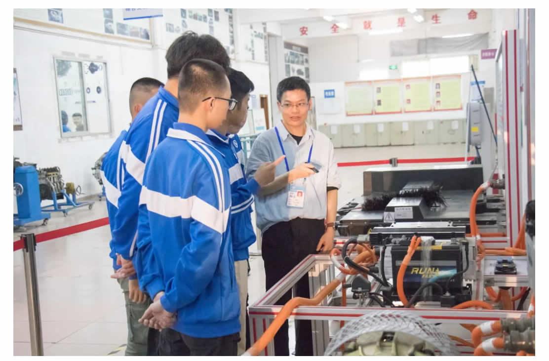 专业介绍 _ 新能源汽车检测与维修(初中起点五年制)-1_r3_c1.jpg