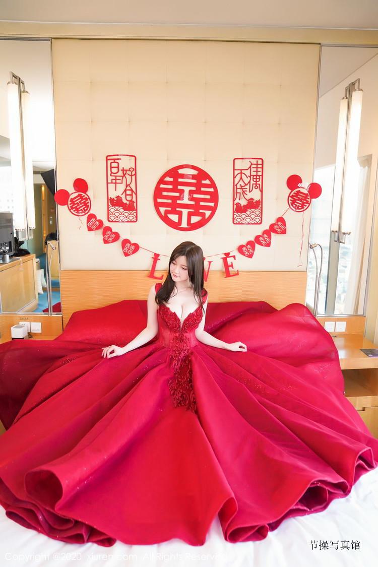 大胸妹子@糯美子Mini出嫁前饭店写写真,这是要做最美新娘的节奏