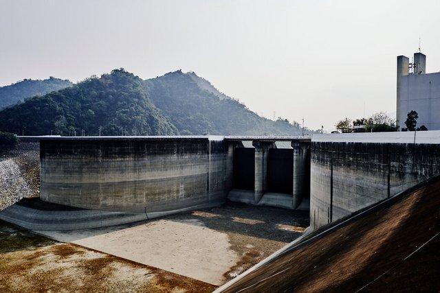 台南附近的曾文水库水位线已低至危险水位。