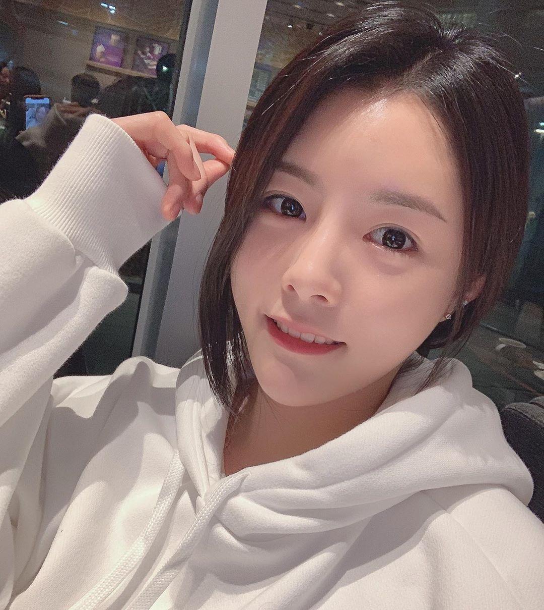 韩国1米8的排球女神李多英(이다영)高挑身材比例极不科学!