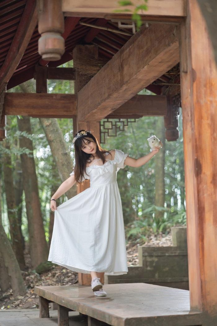 ⭐微博红人⭐镜酱-coser私奔之连衣裙[12P/130MB]插图(2)