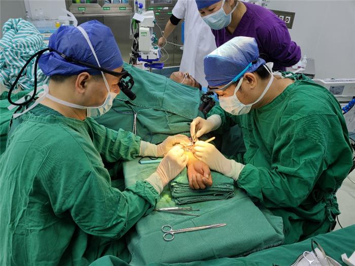 另辟蹊径!骨科医生带来的新技术为兴业县尿毒症患者打通血透的生命通道
