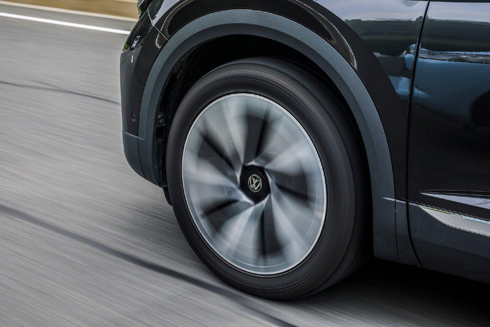 宽超2米,高速稳过宝马X5,噪音接近0,29.99万起,关键大品牌