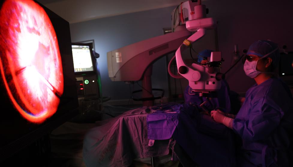 再添新技能,1 万切速玻切和 3D 技术完美融合,眼科华南首例上演「速度与激情」
