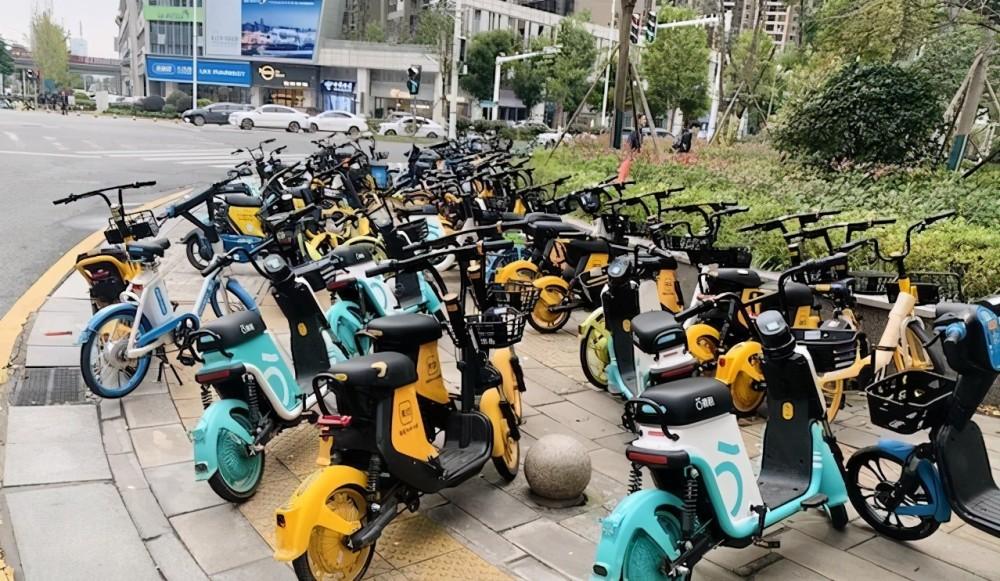 """正文 专治乱停乱放的来了 长沙将启动共享电动车""""瘦身""""计划"""